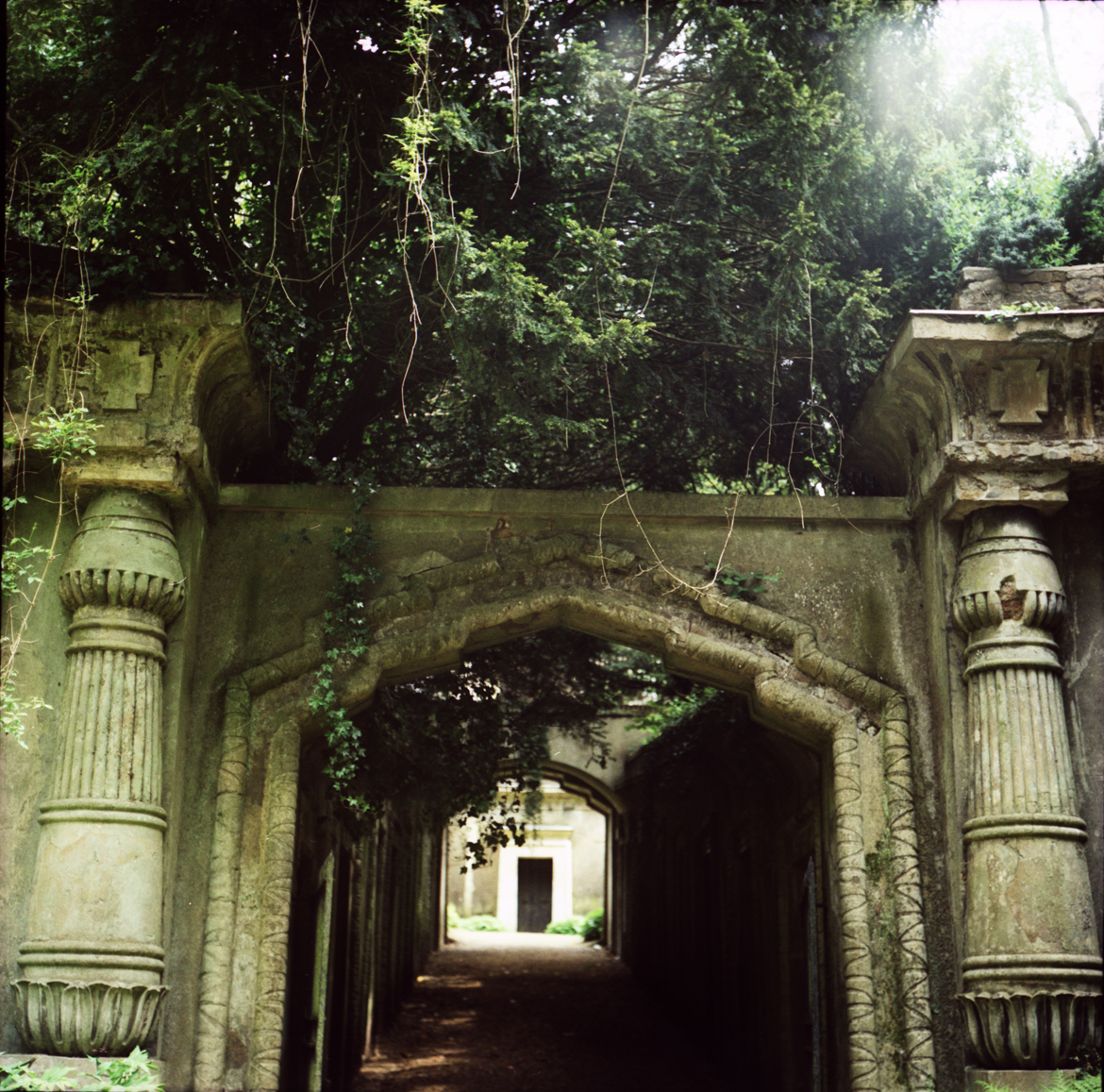 highgate cemetery egyptian avenue