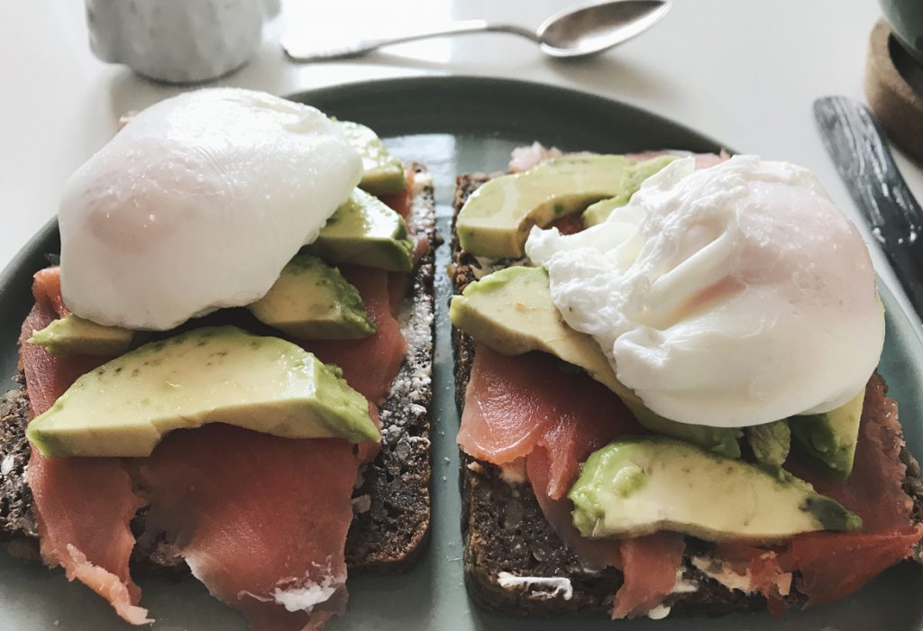 poached eggs avocado bread
